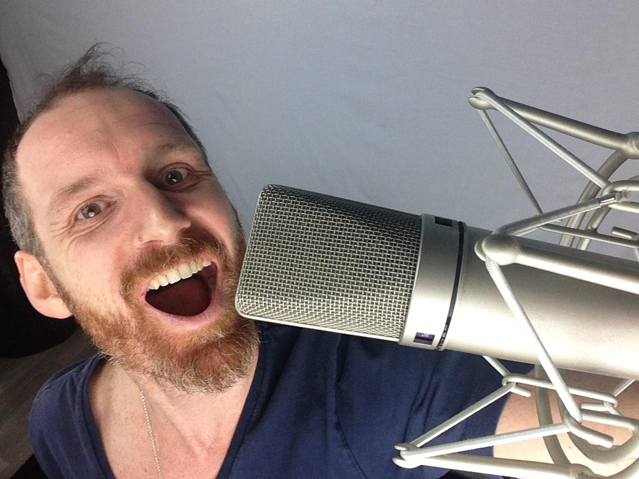 Comment enregistrer sa voix avec un micro ? les astuces pour réussir votre prise de son voix en home-studio